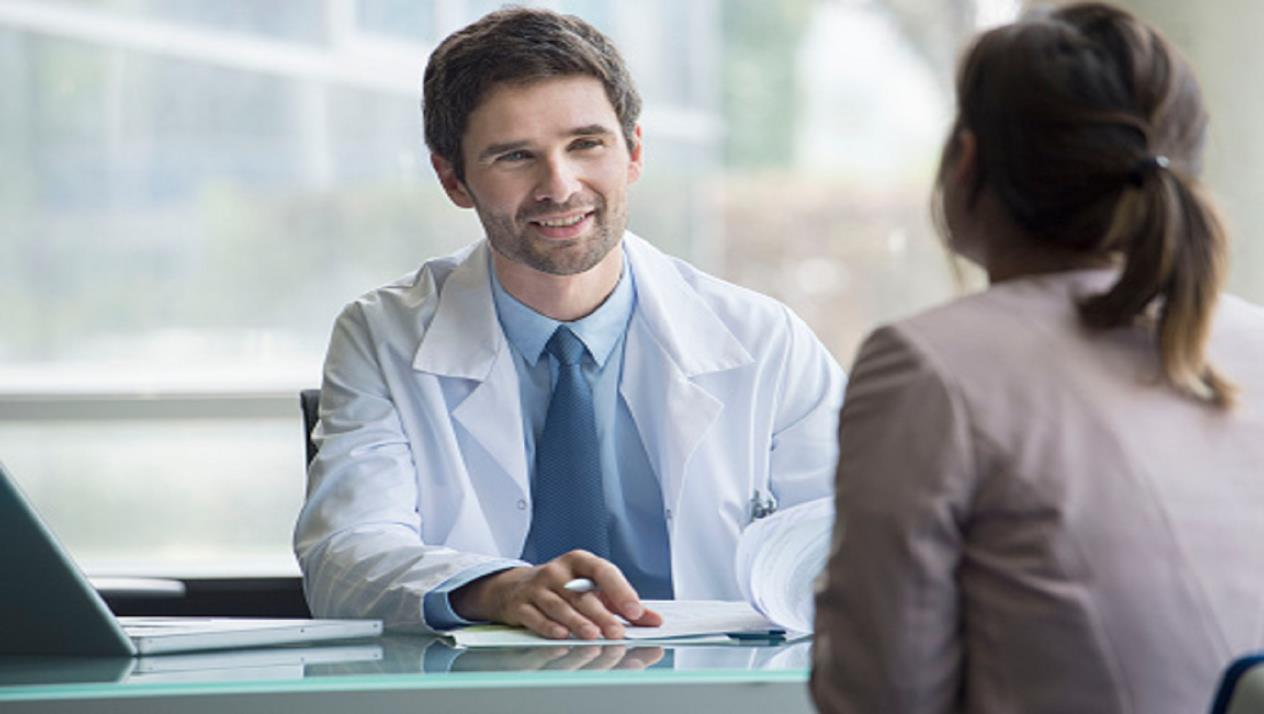 A doctor discussing with Patient